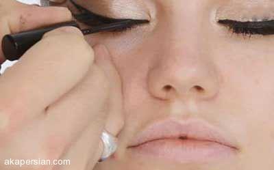 آرایش چشم به سبک خط چشم ادل خواننده آمریکایی