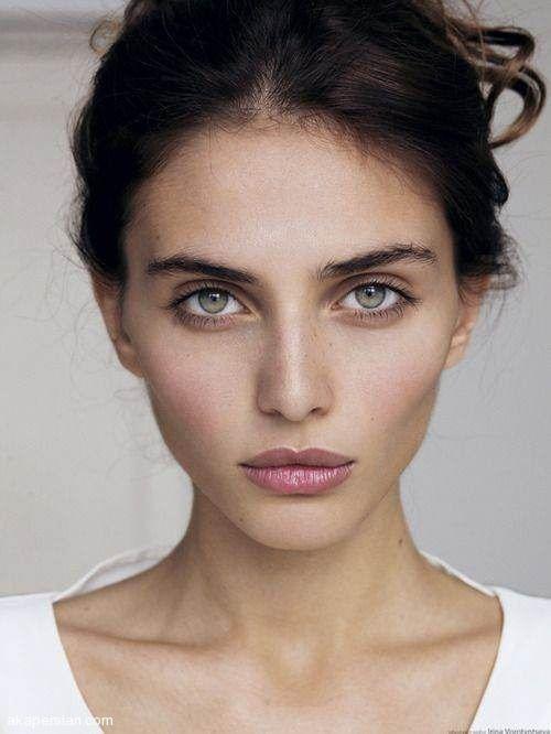 زیباترین مدل آرایش های ملایم و خاص دخترانه 2021