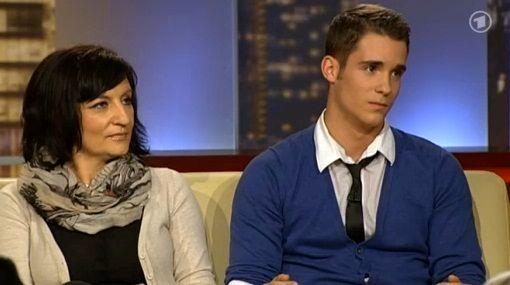 ازدواج پسر ۱۳ساله با معلم ۴۳ ساله